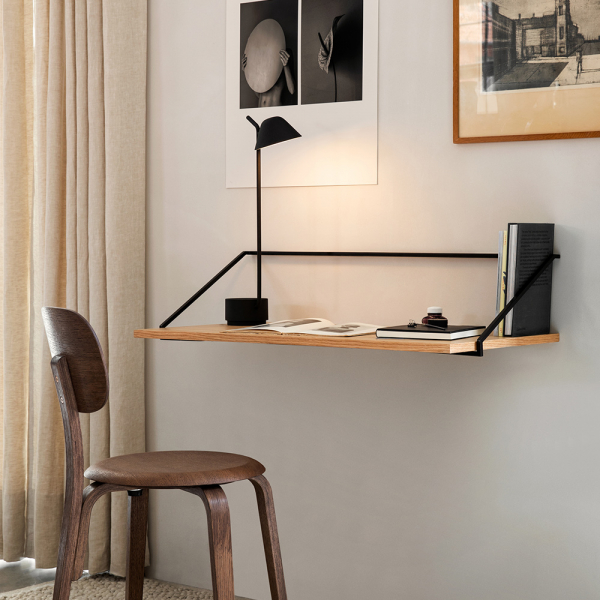 Peek Table Lamp bílá